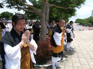 午後12時 平和記念公園にて黙祷