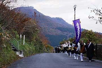 函館山を背に
